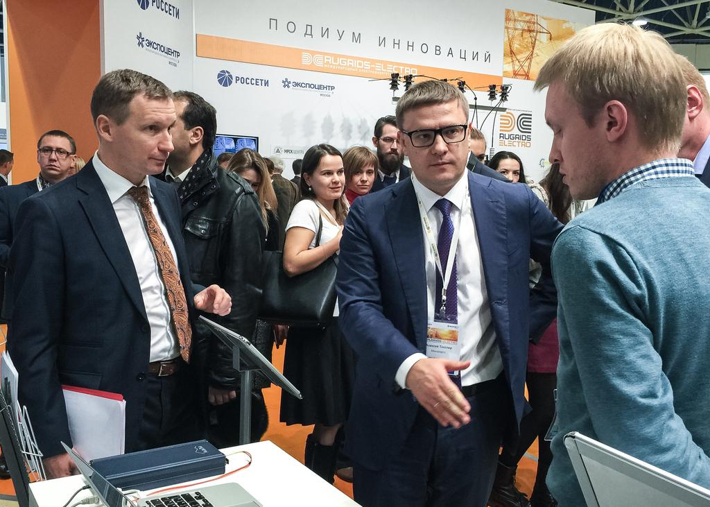 First Deputy General Director for technical policy of RUGRIDS JSC Roman Berdnikov, First Deputy Minister of energy of the Russian Federation Aleksey Teksler and Executive Director of TEKVEL Ltd. Alexey Anoshin at the booth of TEKVEL